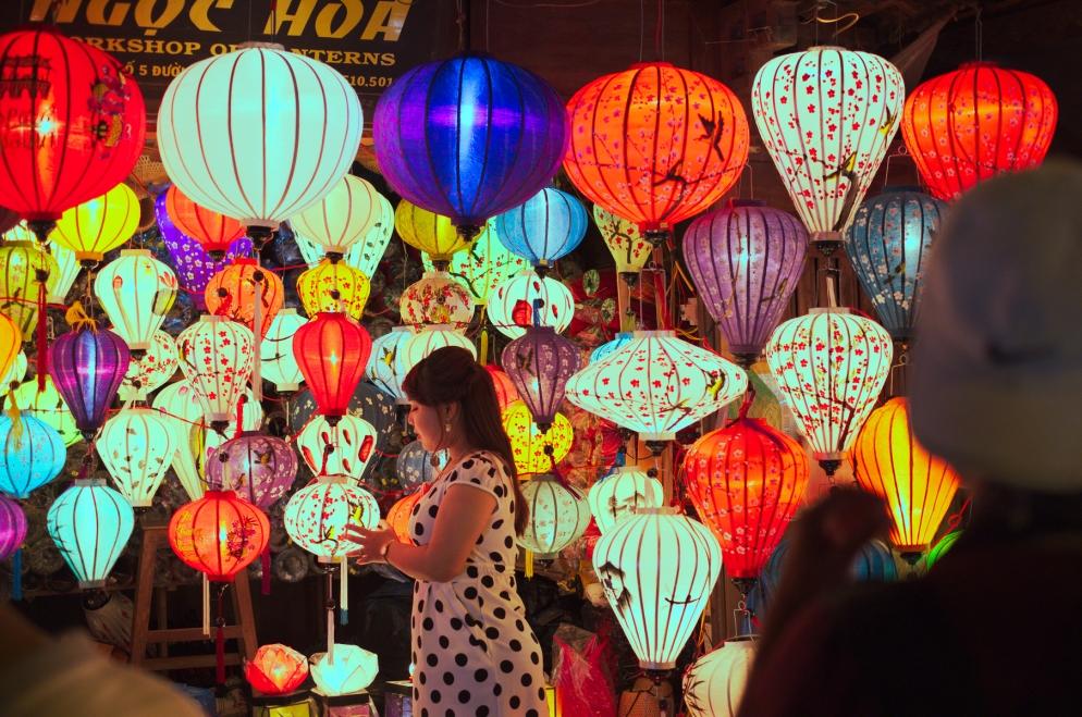 lantern_girl_1200